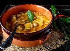 Un classico della cucina italiana: la zuppa di fagioli borlotti arricchita da maltagliati all'uovo. Ingredienti : 300grammi di Fagioli borlotti 1Cipolle