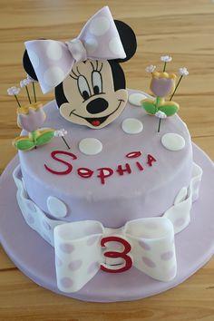 Minnie Maus Torte mit Blümchen