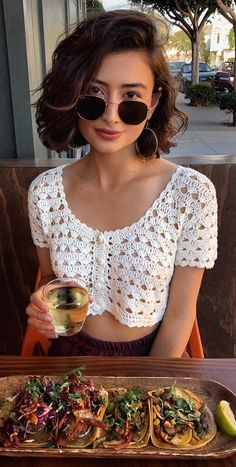 Quick and Easy Interlocking Beautiful Crochet Summer Tops Free Patterns 2019 - womenselegance. com häkeln sommer Quick and Easy Interlocking Beautiful Crochet Summer Tops Free Patterns 2019 - womenselegance. Débardeurs Au Crochet, Beau Crochet, Pull Crochet, Free Crochet, Crochet Summer Tops, Crochet Crop Top, Crochet Blouse, Crochet Bikini, Crochet Top Outfit