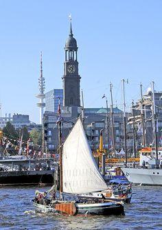 Luehe Ewer Elfriede Traditonsschiff Hamburger Hafengeburtstag