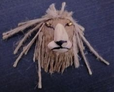Yet another DIY item to make with nut shells. Check it out. The lion face looks so real yet it's so easy to make. Try it with your children. Cat Lover Gifts, Cat Lovers, Animal Projects, Diy Projects, Walnut Shell Crafts, Food Dog, Pet Food Storage, Do It Yourself Crafts, Make Your Own Jewelry