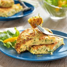 Zucchini pancakes with sheep cheese - Hearty pancakes to eat full: the sheep& cheese harmonises perfectly with the Mediterranean ve - Zucchini Pancakes, Savory Pancakes, Cheese Pancakes, Baking Recipes, Diet Recipes, Sheep Cheese, Low Carb Breakfast, Salmon Burgers, Meals