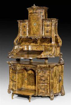 PRUNK-AUFSATZSCHREIBKOMMODE MIT MECHANISMUS, Barock, wohl nach Entwürfen von A. BOSSI (Antonio Bossi, tätig um 1744 in Würzburg) oder F.X. HABERMANN (Franz Xaver Habermann, 1721-1796), Augsburg oder Mainz um 1760. Nussbaum, -wurzelmaser und heimische Fruchthölzer gefriest sowie ausserordentlich reich beschnitzt mit Kartuschen, Voluten und Zierfries.