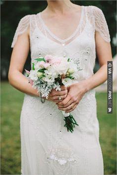 simple bridal bouquet | VIA #WEDDINGPINS.NET