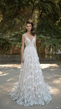 ♥♥♥  15 vestidos de noiva ultra românticos Inspirações para vestidos de noiva é algo que nunca é demais. Quanto mais opções, modelos, tipos, melhor. Assim fica mais certo da noivinha sabe... http://www.casareumbarato.com.br/15-vestidos-de-noiva-ultra-romanticos/