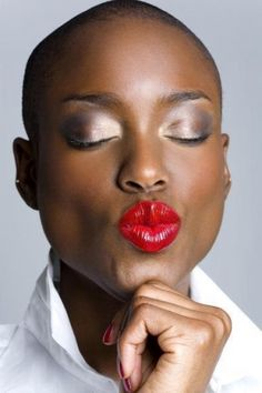 Shapely red lips, brown skin and bald. Her beautiful skin is her canvas Beautiful Lips, My Black Is Beautiful, Gorgeous Makeup, Beautiful Clothes, Gorgeous Hair, Dark Skin Beauty, Hair Beauty, Black Beauty, Beauty Makeup