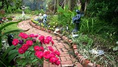 Oh, how we love a great garden path!