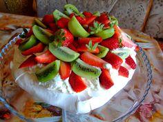 Dragostea in bucate: PAVLOVA CU FRISCA , CAPSUNI SI KIWI Pavlova, Kiwi, Watermelon, Strawberry, Heaven, Fruit, Food, Sky, Heavens