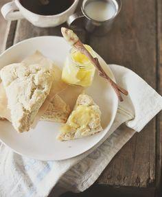 Perfect for breaky, brunch or afternoon tea: Cream Scones with Lemon Curd. #scones #food #baking #breakfast #snack #tea #brunch #lemon #curd