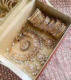 Pakistani Bridal Jewelry, Indian Bridal Jewelry Sets, Wedding Jewelry, Antique Jewellery Designs, Indian Accessories, Jewelry Design Earrings, Expensive Jewelry, Girls Jewelry, Fashion Jewelry