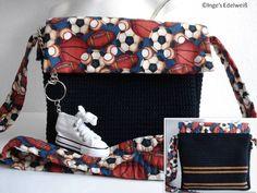 Tasche für sportbegeisterte Kids mit Schlüsselanhänger und kleiner Schuh-Geldbörse.