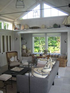 love the window seat... and the shelf up high.  if i ever have a lake cabin, this is what it will look like!