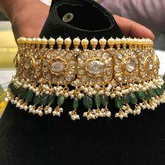 Gold Jewelry Store Near Me Indian Jewelry Earrings, Jewelry Design Earrings, Indian Wedding Jewelry, Royal Jewelry, Gold Jewellery Design, Gold Jewelry, India Jewelry, Resin Jewellery, Antique Jewellery