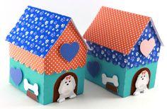 Caixa em forma de casinha de cachorro, realizada em papel 180grs, com aplicações em relevo de cachorrinho, corações, cumbuca e ossinhos. A caixinha mede 6cm de frente, 8cm de profundidade e 10cm de altura.    Posso realizar em outras cores para combinar com a decoração da sua festa. Podem ser var...