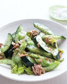 Salada de Pepino e Atum Cucumber and Celery Salad with Tuna Celery Recipes, Cucumber Recipes, Tuna Recipes, Salad Recipes, Cooking Recipes, Healthy Recipes, Celery Snacks, Weekly Recipes, Vitamix Recipes