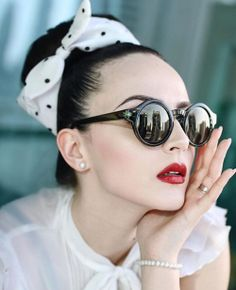 French fashion guide, rules every French woman lives by Moda Rockabilly, Moda Pinup, Rockabilly Pin Up, Rockabilly Fashion, Retro Fashion, Vintage Fashion, Lolita Fashion, Retro Pin Up, Style Retro