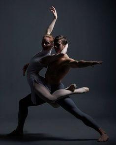 70 ideas for couple dancing art drawing Dance Photography Poses, Dance Poses, Yoga Dance, Dance Aesthetic, Dancing In The Rain, Dancing Couple, Partner Dance, Human Poses, Dance Academy
