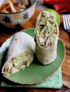 Wraps poulet avocat Chicken, Cranberry, Pecan Salad Wraps - a super lunch or wonderful addition! Chicken, Cranberry, Pecan Salad Wraps - delicious and satisfying! Chicken Wraps, Chicken Avocado Wrap, Subway Sandwich, Clean Eating Snacks, Healthy Snacks, Healthy Recipes, Healthy Wraps, Gourmet Recipes, Snack Recipes