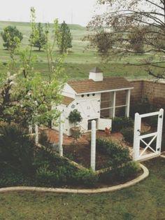 Votre poulailler n'a pas à gâcher le beau décor de votre jardin! Voici 18 très beaux exemples! - Trucs et Bricolages