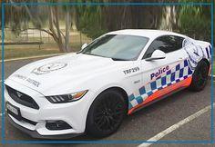 Liebe AutoErlebniswelt Freunde, Game over in Down under. Beim Eignungstest bei der australischen Polizei hat der Ford Mustang GT vergeigt. Auf der Rundstrecke machte das Automatikgetriebe des Stang schlapp. Sie schaut sich nun bei anderen Autoherstellern um, auch in Europa. Da bietet beispielsweise der VW Golf R den geforderten guten Kompromiss aus Kraft und Alltagstauglichkeit. Euer Tim von der AutoErlebniswelt-Tü Taunus