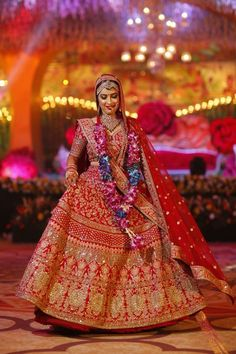 bridal lehenga, sunehree chandni chowk, red lehenga, indian bridal lehenga #shaadiwish #indianbride #indianwedding #bridallehenga #bridaljewellery #beautifulindianbrides #bridalfashion #bridaltrends #brideinred
