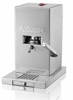 Piccola Coffee Espresso machine - Piccola La Piccola Perla maintains the same performance as the Piccola Piccola: professional quality espresso coffee, eco-awareness and economy in use, due to the choice of paper pods and its ultra-low energy consumption. Small Espresso Machine, Coffee Machine, Coffee Maker, Energy Consumption, Italian Cooking, Espresso Coffee, Italian Style, Italy, Colour