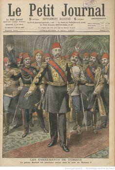 """Le Petit Journal: 31 Mart Olayı ardından II.Abdülhamid'i deviren Sultan V.Mehmed tahta çıkıyor. Arkadaki, """"Hilalli Fesli"""" kişi, V.Mehmed'i tahta çıkaran İttihat ve Terakki Cemiyeti üyelerini simgeliyor. Le Petit Journal,V.Mehmed'in tahta çıkarılmasının ardında """"İttihat ve Terakki Cemiyeti""""nin parmağı var demek istiyor ki bu çok doğru.""""Hilalli Fesi"""", önce Jön Türkler sonra da devamı olan """"İttihat ve Terakki Cemiyeti"""" üyeleri sıklıkla takarlardı. Kuvvetle muhtemel bu kişi Enver Paşa'dır."""