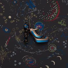Arzu Nesnesi: Valentino Astro Couture  https://www.mosmoda.com.tr/product/valentino-embroidered-topuklu-ayakkabi-pump-wgr23001 #valentino #astrocouture #space #mosmoda