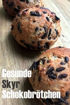 Healthy skyr chocolate rolls - Gesunde Skyr Schokobrötchen Few simple ingredients and then quickly prepared. The healthy Skyr Schokobrötchen are not only a great sweet snack for WWler, the chocolate rolls are suitable for the entire family. Healthy Sweets, Healthy Snacks, Healthy Recipes, Healthy Rolls, Vegan Sweets, Health Desserts, Easy Desserts, Healthy Smoothies, Smoothie Recipes
