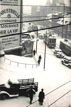 Le tramway et l'hiver des années 1940. Quebec Montreal, Old Quebec, Montreal Ville, Quebec City, St Jean Baptiste, Chateau Frontenac, Saint Sauveur, Tramway, Saint Jean