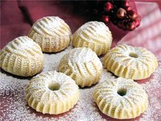 Maamoul walnut and date cookies Lebanese Desserts, Lebanese Cuisine, Lebanese Recipes, Arabic Dessert, Arabic Sweets, Arabic Food, Middle East Food, Middle Eastern Desserts, Sweet Cookies