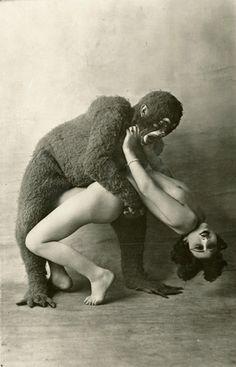 Nos cousins les simiens - Vintage Photography ( Monster / erotica / Retro / Odd/ Unusual / Weird )