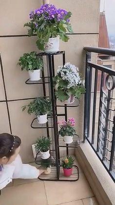 Small Courtyard Gardens, Small Courtyards, Garden Landscape Design, Small Garden Design, House Plants Decor, Plant Decor, Indoor Plant Shelves, Tv Unit Furniture, Garden Stand