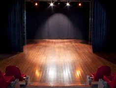 Particolare del palcoscenico del Teatro delle Spiagge (100 posti) diretto e gestito dalla Compagnia Teatri d'Imbarco.  Attività: produzione, formazione,  ospitalità.   Teatro delle Spiagge Via del Pesciolino 26a (trav. via Pistoiese) 50145 Firenze Italy tel +39055 310230 segreteria@teatridimbarco.it www.teatridimbarco.it