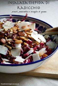 Insalta tiepida di radicchio con pinoli tostati, pancetta affumicata e scaglie di grana