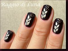 Raggio di Luna Nails: Golden leaves on dark purple