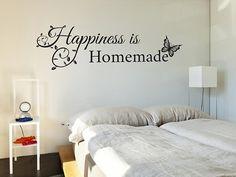Come si applica un adesivo murale per dare fantasia ai muri domestici. https://www.risparmiainrete.it/come-si-applica-un-adesivo-murale/  #casa #arredamento