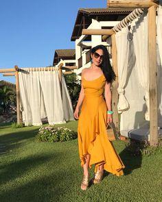 O amarelo continua forte para o verão e os acessórios turquesa são uma ótima forma de trazer mais frescor e um contraponto para a produção. Vestido: @tandenatelier  Bricos: @amarofashion  Bracelete: @_paollafalcao  @oculos #loloascar #verao2018 #moda #tendencia #tendenciadoverao #turquesa #amarelo #liketkit @liketoknow.it http://liketk.it/2ubJC