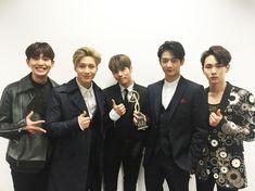 congratulations to shinee on winning the best asian group award at the kugou music awards. Shinee Jonghyun, Minho, Lee Jin, Shinee Members, Actors Male, Kim Kibum, Shining Star, Girl Day, Music Awards
