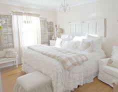 OH HOW I LOVE THIS LOVE LOVE LOVE THIS 33 Sweet Shabby Chic Bedroom Décor Ideas | DigsDigs