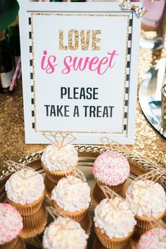 Chic Bridal Shower Decoration Ideas kate spade bridal shower by winsome taylor events mtangrd - Jewelry Amor Bridal Shower Cupcakes, Bridal Shower Party, Bridal Showers, Bridal Shower Signs, Bridal Shower Foods, Rustic Wedding Decorations, Bridal Shower Decorations, Daisy Decorations, Cozy Wedding