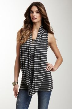 I think this would look amazing with some teal or coral/pink skinnies and some silver sandals