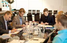 Schauraum Fenster Schmidinger - start des Innovationsprojektes - Vertragsunterzeichnung.