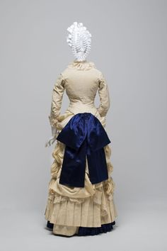 Bridesmaid's dress    Made 1883