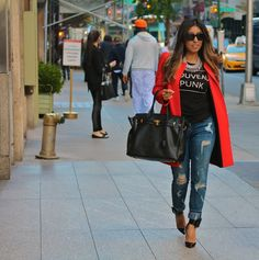 New Yorkers do it best!!! Love my NYC street fashion! Perfectly accomplished sleek yet super casual look!