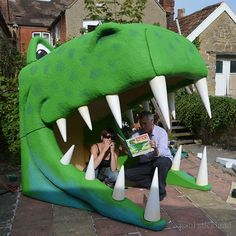How to build a dinosaur - Paul Stickland