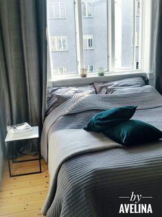 bedroom soveværelse grå skandinavisk velour ikea Mereta malm velour velvet grey Scandinavian room interior design appartment copenhagen sovrum