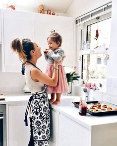 People think they understand life as a stay at home mom — but unless you have actually experienced it, you don't know anything. Here are six undeniable realities of being a stay at home mom. Cute Family, Baby Family, Family Goals, Baby Kind, Mom And Baby, Mommy And Me, Mother And Baby, Cute Kids, Cute Babies