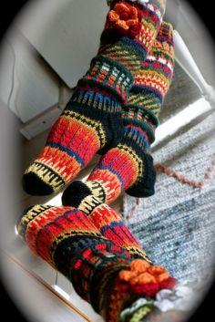 Ankortit: Knitting Wool, Knitting Socks, Crochet Boots, Knit Crochet, Funky Socks, Knee Socks, Sock Shoes, Leg Warmers, Bunt