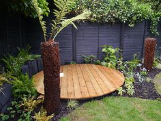 Saint De La Mare landscape designers created this gorgeous urban garden using Protek Wood Stain & Protector in Ebony on the fencing